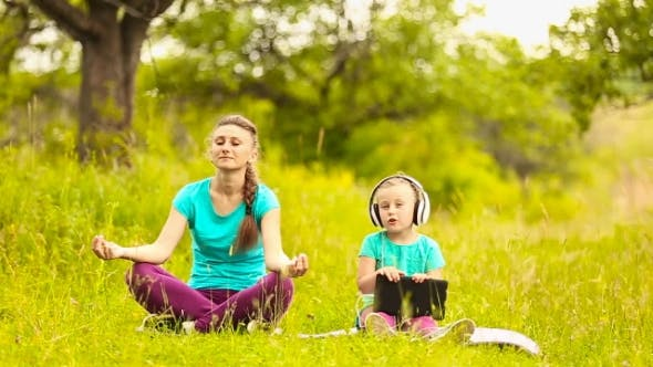 Thumbnail for Mom And Daughter Eats Meditate