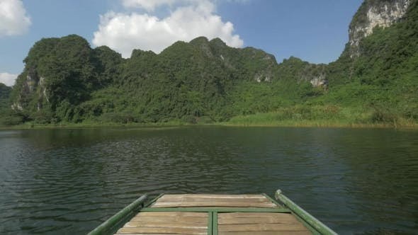 Thumbnail for Boat Travel To See The Nature Of Trang An