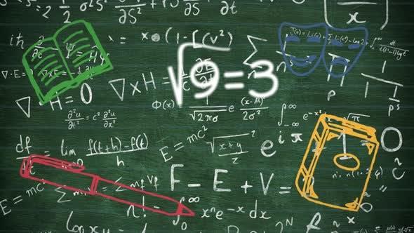 Schulkonzept-Symbole gegen mathematische Gleichungen an der Tafel