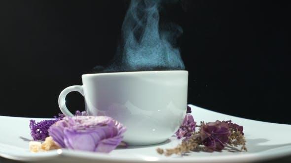 Thumbnail for Dämpfende Tasse Tee mit Blumen Rotation