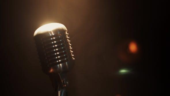 View Of Concert Vintage Glow Mikrofon Bleiben Sie auf der Bühne unter Rampenlicht. Rauch.