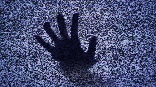 Ghost hand im TV-Rauschen