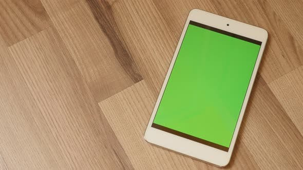 Closing-up to white tablet with green screen display  tilting 4K 2160p 30fps UltraHD footage - Movin