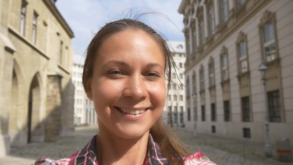 Thumbnail for Circular Selfie On Old Vienna Area