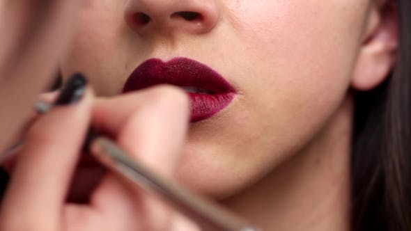 Cover Image for Make-up Artist Applies Lipstick