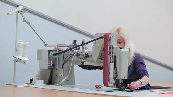 Cover Image for Seamstress Puts The Cloth Into The Sewing Machine