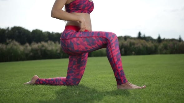 Cover Image for Sporty Woman Doing Hip Flexor Stretch In The Park