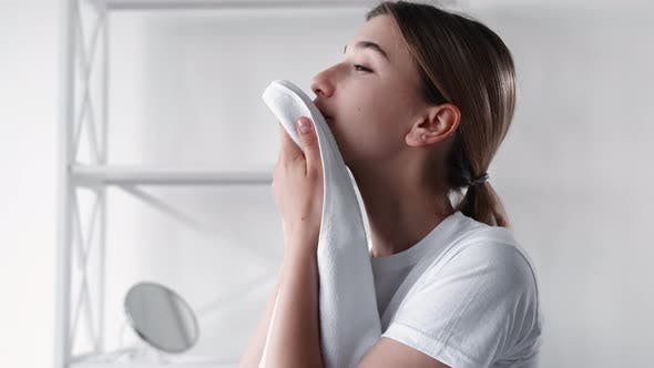Morning Hygiene Face Refreshing Woman Skin Towel