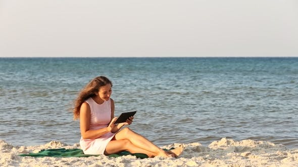 Cover Image for Beautiful Girl With a Tablet Computer
