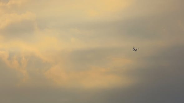 Cover Image for Airplane Approach Cloudy Sky