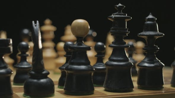 Cover Image for Chess Board With Classic Wood Pieces 007