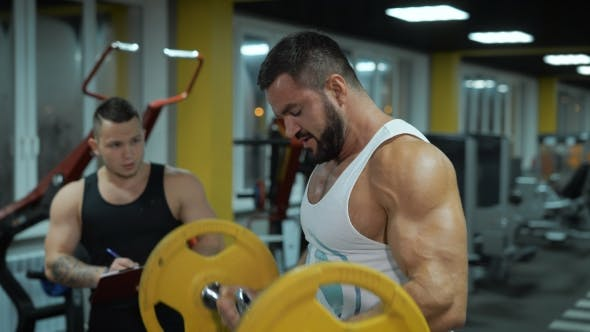 Thumbnail for Muscular Man Lift Weitghts At The Gym
