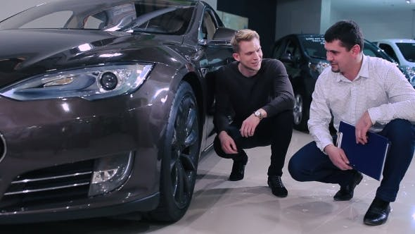 Thumbnail for Manager Tell The Man About The Car's Wheels