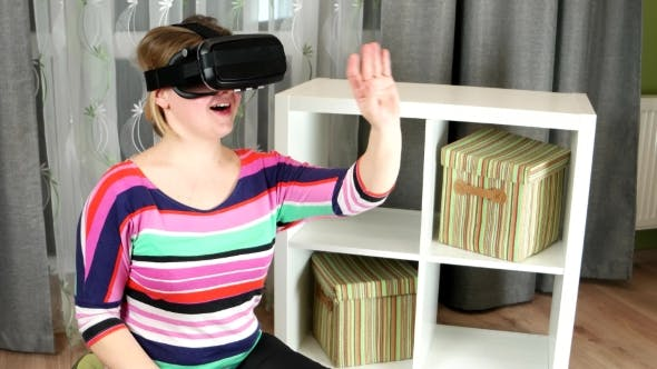 Cover Image for Girl Delighted With The Images On The Screen Of Virtual Reality Glasses