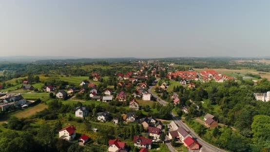 Thumbnail for Luftaufnahme des kleinen Dorfes, Blick von oben