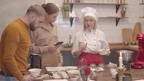 Menschen in Kulinarischer Werkstatt