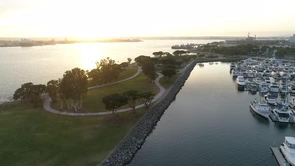 Luftaufnahmen von San Diego Bay und Marina Park