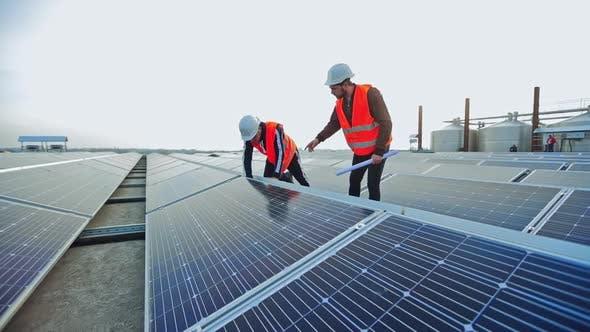 Enginneers installing new sunny batteries