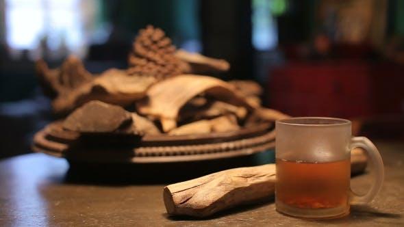 Thumbnail for Tasse Heißer Tee auf Holztisch