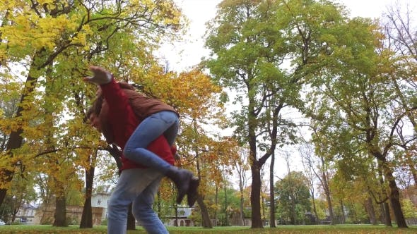 Thumbnail for Happy Young Couple Having Fun In Autumn Park