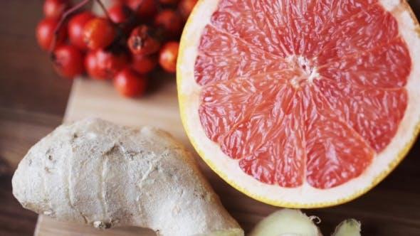 Cover Image for Ginger, Grapefruit, Orange And Garlic On Board