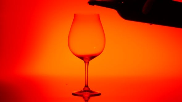 Thumbnail for Gegossen in ein Glas Rotwein, Rot