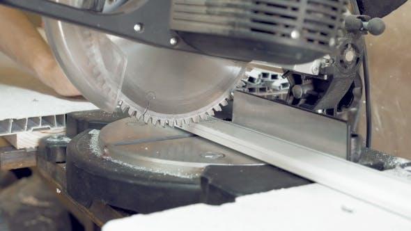 Thumbnail for Schneiden von Aluminiumprofil mit Kreissäge