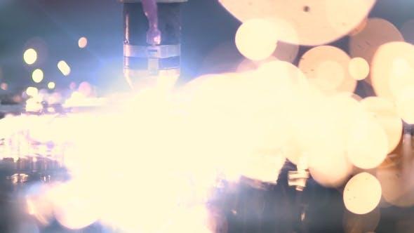 Thumbnail for Plasma Laserschneiden Blech mit Funken