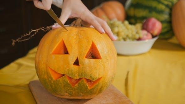 Cover Image for Girl Carves Chilling Lantern On Halloween