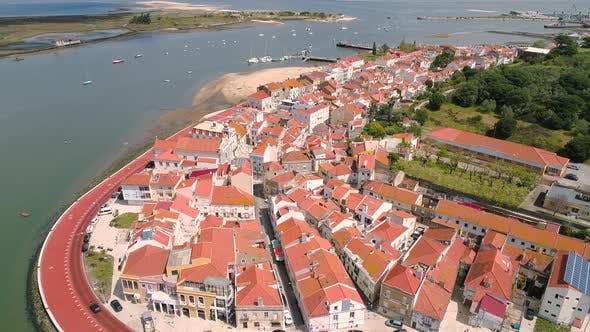 Thumbnail for Flug über den Damm der Altstadt Seixal