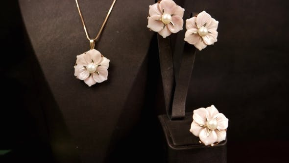 Cover Image for Jewelry Store, Jewelry Set, Glass Pink Flowers Jewelry With Gold For The Girls, Earrings, Rings