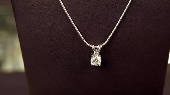 Cover Image for Beautiful Pendant With Diamond On Chain