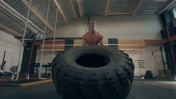 Fit Muskulös Mann tun Crossfit Übungen