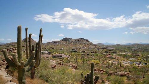 Zeitraffer von Wüste und Wolken in Arizona.
