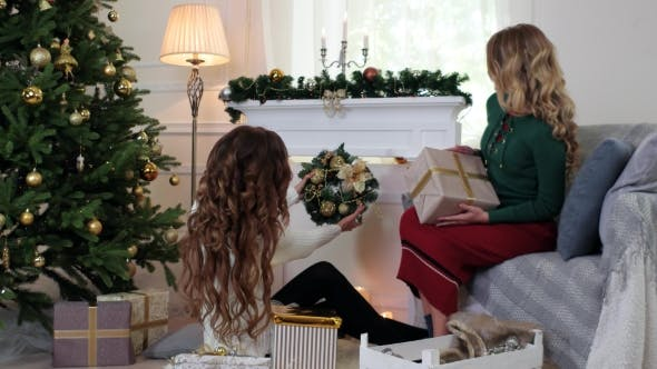 Cover Image for Christmas Wreath, Girl Watching Christmas Decorations