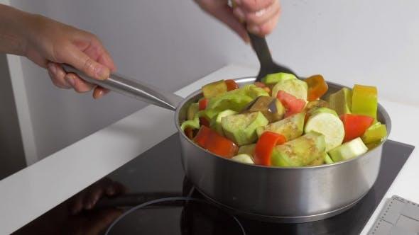 Thumbnail for Kochen hausgemachtes vegetarisches Gericht