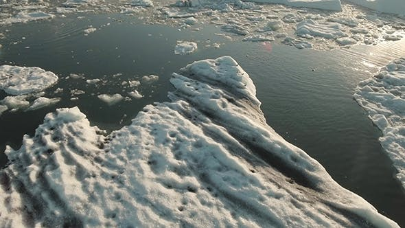 Thumbnail for Seal Swimming in Jokulsarlon Ice Lagoon
