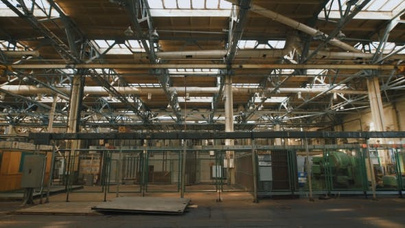 Cover Image for Production Premise with a High Ceiling and a Large Number of Industrial Equipment