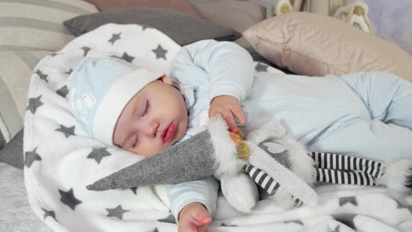Thumbnail for Schlafendes Kind, Baby Sweetly Sleep Umarmung Spielzeug, Little Boy Sleep in Seiner Eltern Haus in der