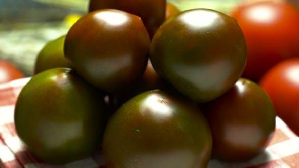Ripe Tomato Varieties prints.Na Black Saucer , Rotate Slowly.