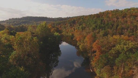 Thumbnail for Luftaufnahmen über Scenic Country River