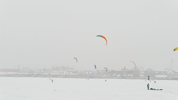 Thumbnail for Winter Extremal Sport - Colorul Snow-kites