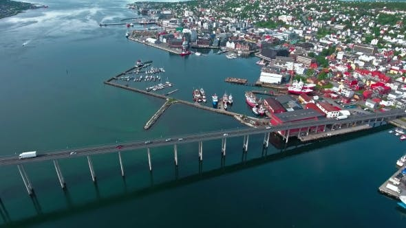 Thumbnail for Brücke der Stadt Tromso, Norwegen Luftaufnahmen