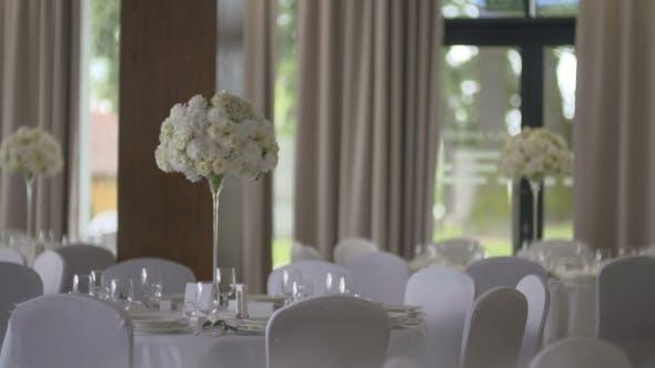 Thumbnail for Tisch mit Weingläsern Hochzeit Arrangement.