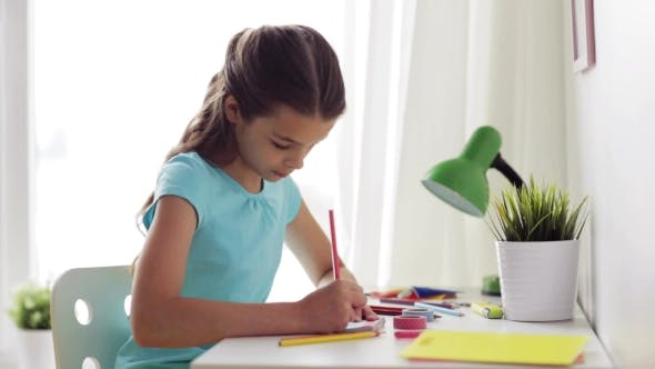 Cover Image for Happy Girl Drawing at Home 58