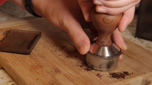 Herstellung von hausgemachten Cappuccino Kaffee aus Getreide