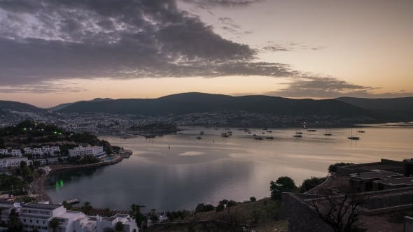 Thumbnail for Sonnenaufgang Landschaft in Bodrum mit Booten in der Bucht verankert