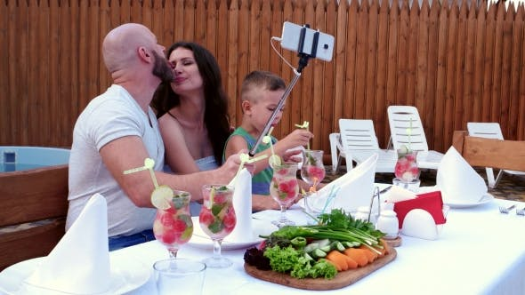 Cover Image for Family Photos Make the Mobile Phone Is Placed on a Stick Selfi, Cheerful Gatherings Parents