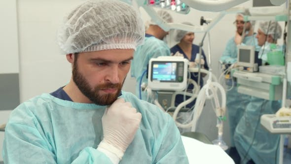 Cover Image for Surgeon Touches His Beard