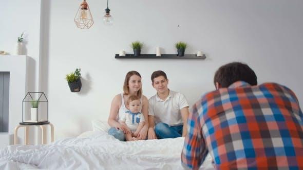 Fotoshooting mit Kinder-Models im Studio als neues Zuhause